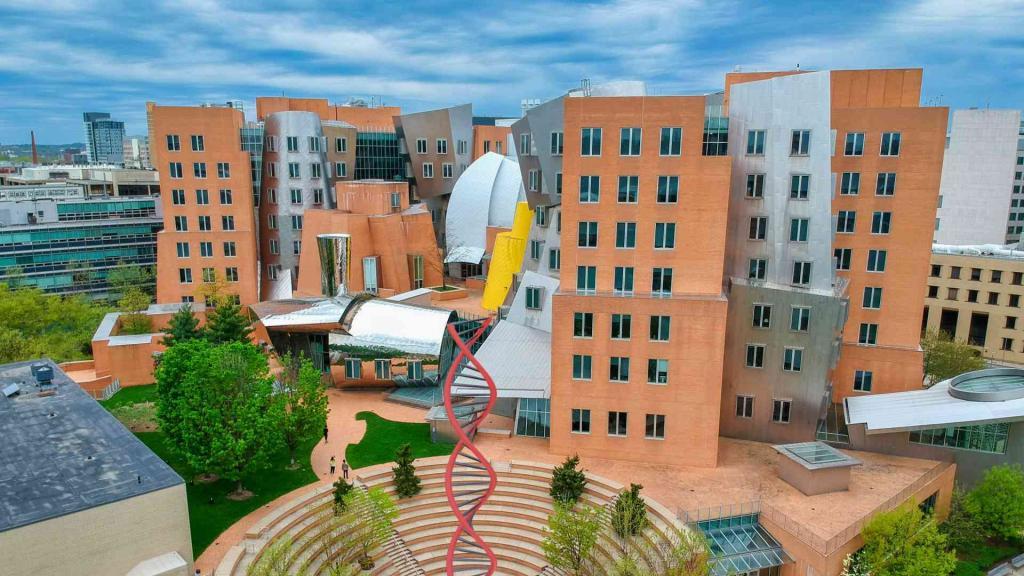 MIT Campus Ray And Maria Stata Center
